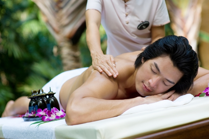 4 Ways to Wow Your Boyfriend with a Sensual Massage