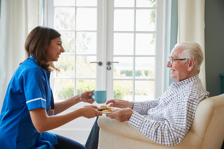 4 Tips to Make Friends in a Retirement Home